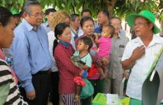 "(In sky blue shirt) H.E. Deputy Prime Minister Yim Chhay Ly visiting NOURISH's ""First 1,000 Days"" Village Fair."
